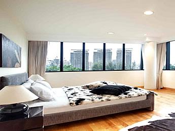 シンガポール 高級コンドミニアムのベッドルーム写真
